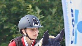 Lucie Melmerová je nadějnou parkurovou jezdkyní