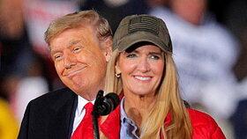 Donald Trump vyrazil do Georgie podpořit republikánskou kandidátku do senátu Kelly Loefflerovou (5.1.2021)