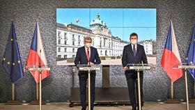 První jednání vlády v roce 2021: Karel Havlíček (za ANO) a Tomáš Petříček (ČSSD) na tiskovce (4. 1. 2021)