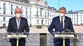 Ministr zdravotnictví Jan Blatný (za ANO) na tiskovce ve Strakově akademii, vpravo vicepremiér Karel Havlíček