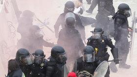 Nepokoje ve Washingtonu, při kterých do budovy Kapitolu vtrhli příznivci Donalda Trumpa (7.1.2021)