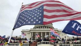 Nepokoje ve Washingtonu, při kterých do budovy Kapitolu vtrhli příznivci Donalda Trumpa (7. 1. 2021)