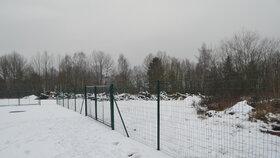Nový pozemek je už částečně oplocený