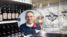 Pavel Rokoš stojí za originálním minipivovarem Parostroj v Rudné u Prahy, ve kterém vaří unikátní piva.