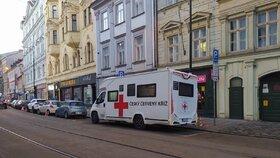 Praha od 11. ledna oficiálně zřídila mobilní očkovací tým, který bude jezdit od jednoho domova pro seniory k druhému. Bude rozvážet a také aplikovat vakcíny proti covidu-19 jak seniorům, tak i pečujícímu personálu.