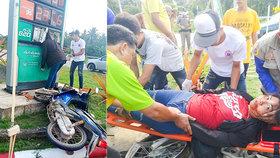 Motocyklistka v Thajsku skončila s hlavou v ceduli.
