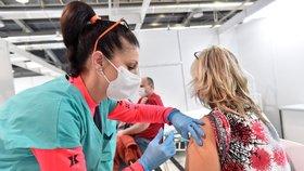 V záložní nemocnici na výstavišti v Brně 11. ledna 2021 začalo zkušební očkování policistů a hasičů proti covidu-19.