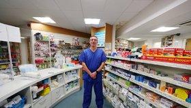 V Británii se začíná očkovat proti covidu-19 i v lékárnách (14. 1. 2021).