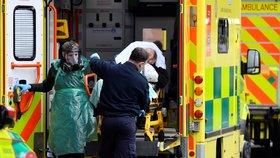 Zdravotníci ve Velké Británii čelí extrémnímu přetížení.