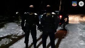 Dvojnásobná vražda v Sokolově: Těla našli ležet u opuštěného auta