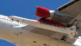 Raketa miliardáře Bransona poprvé dosáhla oběžné dráhy, do vesmíru vylétla z křídla Boeingu.