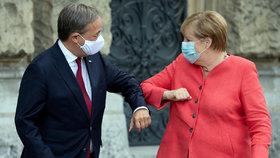 Armin Laschet, nový šéf CDU, s dosluhující kancléřkou Merkelovou