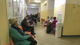 Takto vypadala situace ve Všeobecné fakultní nemocnici na Karlově náměstí.
