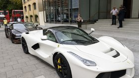 Zatímco si katarský vládce ujíždí na jachtách, jeho nevlastní bratr šejk Khalid bin Hamad Al Thani miluje rychlá auta.