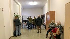 Očkování v pražské Všeobecné fakultní nemocnici.