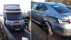 Dodávka na D1 narazila do policejního auta: Zranil se policista.