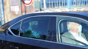 Prezident Miloš Zeman odjíždí z Ústřední vojenské nemocnice (22. 1. 2021)