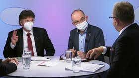 Ministr zdravotnictví Jan Blatný (za ANO) se v ČT střetl se šéfem lékařské komory Kubkem (vlevo) (24.1.2021)