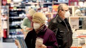 V Rakousku musí ode dneška lidé na řadě veřejných míst nosit respirátory typu FFP2 (25. 1. 2021).