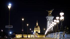 Prázdné ulice Paříže kvůli nočnímu zákazu vycházení (25.1.2021).