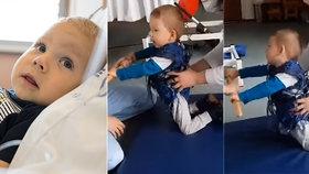 Maxík s SMA po podání Zolgensmy: Rehabilituje a dělá velké pokroky