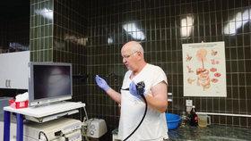 Ředitel krumlovské nemocnice ve čtvrtek 28. ledna 2021 ve své funkci končí. Upřednostil v očkování své bízké