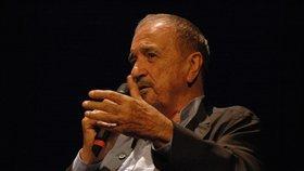 Francouzský spisovatel a scénárista Jean-Claude Carrière zemřel (na snímku z roku 2008)