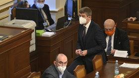 Sněmovna o žádosti vlády o prodloužení stavu nouze: Premiér Babiš a ministr Blatný (11.2.2021)