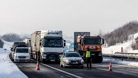 Kolony na cestě do Německa po zavedení hraničních kontrol (15. 2. 2021)