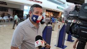 Texaský senátor Ted Cruz čelí kritice, před mrazy unikl do Mexika (18. 2. 2021)