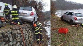 Senior se zasekl nad Vranovskou přehradou: kola visela ze srázu. Bál se vystoupit.