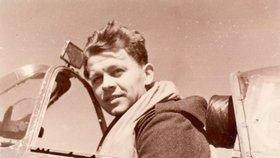 1942 – Miroslav Liškutín ve svém letounu Spitfire před bojem