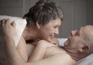 Pravidelný sex seniorům zlepšuje výkon mozku. Jsou bystřejší a mají lepší slovní zásobu.