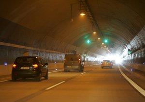 Lochkovský tunel otevřeli o 13 hodin dřív. Řidiči už můžou na Pražský okruh