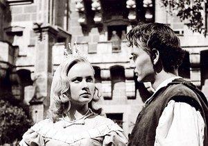 Prince hrál v pohádce Vladimír Ráž a Vránová si ho posléze vzala za muže.