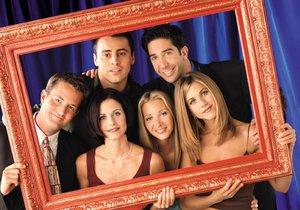 Herci z Přátel: Začínali s honoráři ve výši několik tisíc, skončili jako milionáři. Ne každému se však podařilo v kariéře pokračovat. Nejúspěšněji navázala Jennifer Aniston (úplně vpravo).