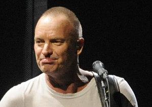Sting si bude v Česku vařit své oblíbené čaje, které si osladí medem.