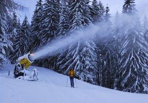 Vodohospodáři budou kvůli zasněžování a suchu kontrolovat lyžařská střediska. Ilustrační foto