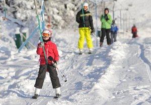 Začaly i vašim dětem jarní prázdniny? Zabavte je na horách, počasí přeje lyžařům.