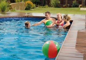 Plánujete trávit horké dny s rodinou u bazénu? Postarejte se o to, aby voda v něm byla čistá!