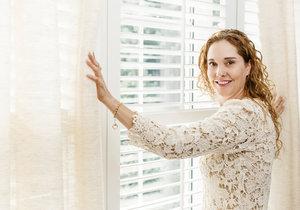 Záclony zútulní každý interiér. Při správné péči vám navíc vydrží mnoho let.