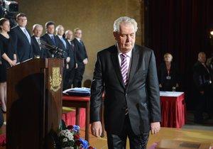 Miloš Zeman má za sebou složení prezidentského slibu, které zvládl zpaměti, i přečtení proslovu.