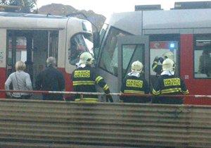 Srážka tramvají v centru Prahy: Přes Staroměstskou se tři čtvrtě hodiny nejezdilo, linky vedly odklonem
