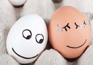 Věděli jste, že vajíčka vydrží při správném skladování skoro měsíc? Nesmíte je však omývat.