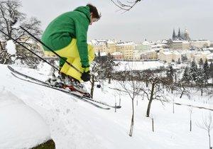 Jak v Praze cestovat se zimní výbavou na svahy?