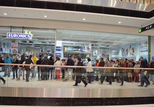 Většina obchodních center bude mít 28.října otevřeno. (ilustrační foto)