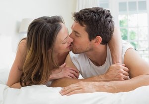 I když jste unaveni na sex, dejte si alespoň pusu na dobrou noc