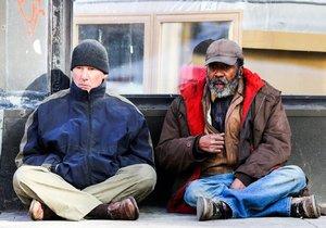 Slavný herec žebral v New Yorku na ulici