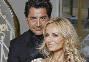 Adriana Sklenaříková se podruhé vdala. Touto fotkou se zamilovaní novomanželé pochlubili na Facebooku.