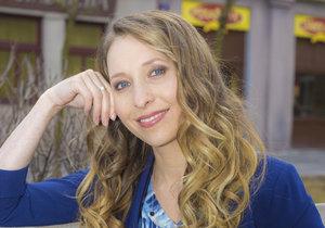 Tereza Bebarová je starostka v seriálu Ulice. Momentálě se zranila.